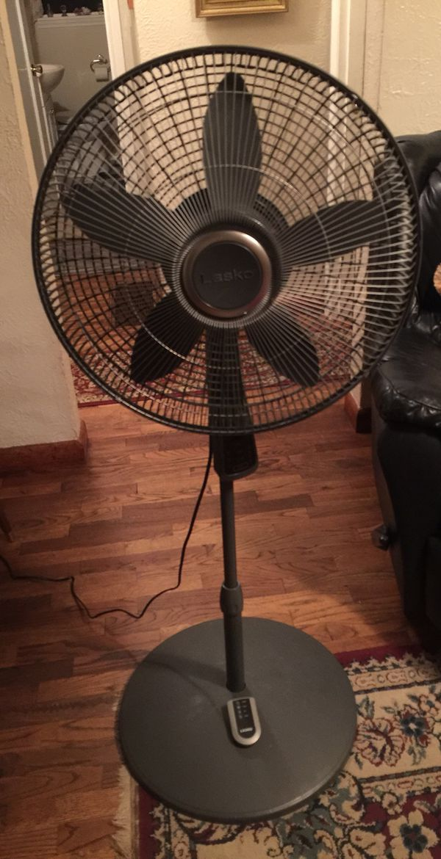 """Lasko 20"""" oscillating pedestal fan for Sale in Bellingham, WA - OfferUp"""