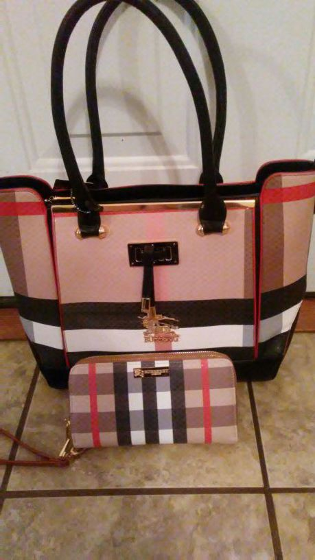 Brand new burberry purse an wallet set for Sale in Pittsburgh, PA ... 42ac1223b4