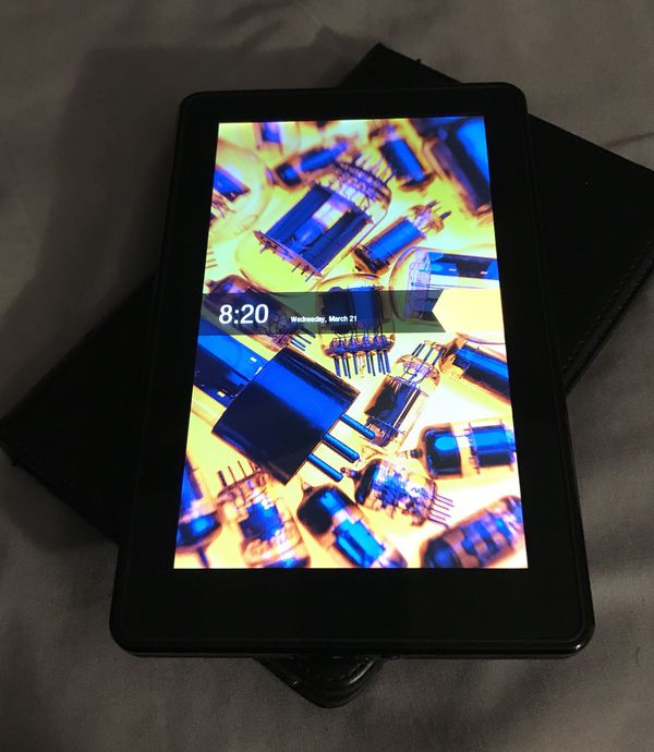 KINDLE FIRE (1st GENERATION) 8 GB inbuilt storage very good condition  sparingly used    Good for startup device for teenagers for reading books   for