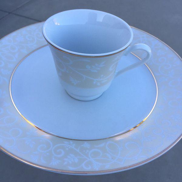 Chris Madden dinnerware (Household) in Sunland-Tujunga, CA - OfferUp