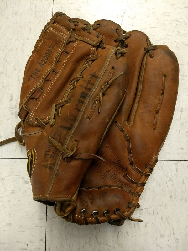 Vintage Wilson A2000 Dual Hinge Made in USA Right Handed RHT Baseball Glove  for Sale in Beaverton, OR - OfferUp