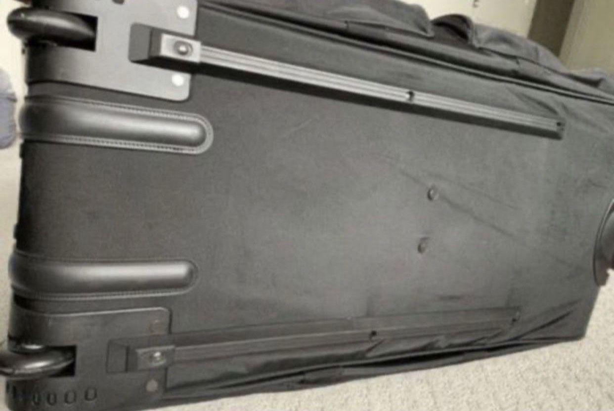 Netpack Deluxe Wheeled 40 inch duffel bag