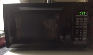 Mainstays 0.7 cu ft Microwave Black for Sale in Annandale, VA