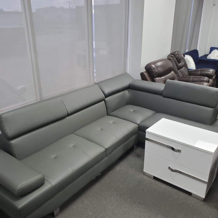 New Sectional - SCRATCH AND DENT FLOOR MODEL ON DISCOUNT