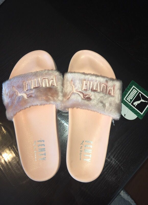1908d4296747 Women s Pink Fuzzy Puma Slippers for Sale in Livermore
