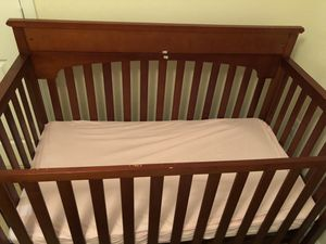 Graco baby crib with 2 mattresses for Sale in Herndon, VA