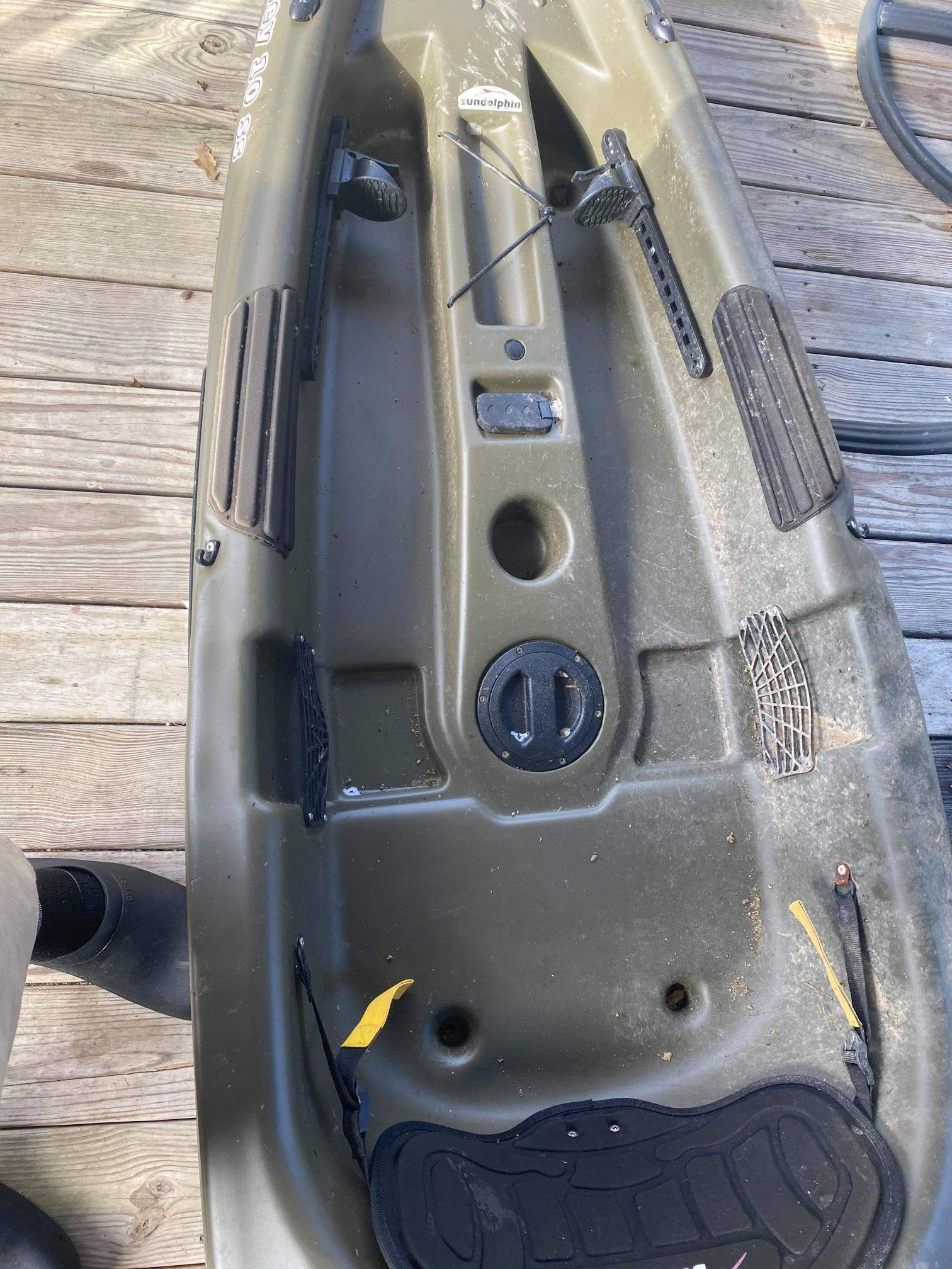 Photo Brand new only been on water one time. Just dont have time anymore. Comes with oar and life jacket.