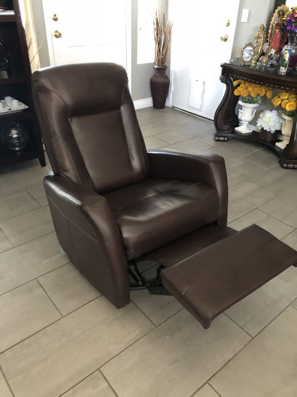 Like New Ashley Furniture Signature Recliner Chair Free Delivery For In North Las Vegas Nv Offerup