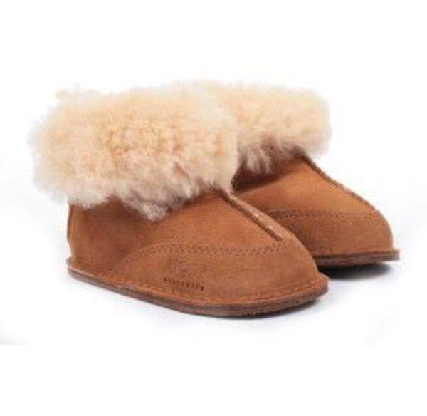 931eaf0e54e3 CLASSIC UGG BOOTS CHESTNUT COLOR 8 WIDE for Sale in Denver