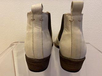 FRYE CARSON LEATHER CHELSEA BOOTS 8 Thumbnail