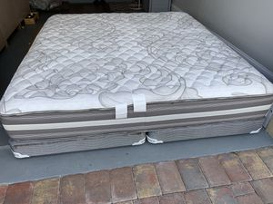 Photo Beautyrest someone spilled the king size mattress and box spring