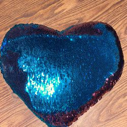 pattern/color changing heart pillow Thumbnail