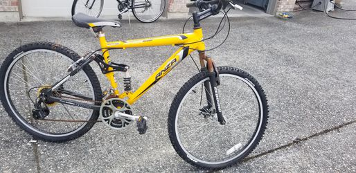Bicycle excellent original owner my son doesn't use it anymore Thumbnail