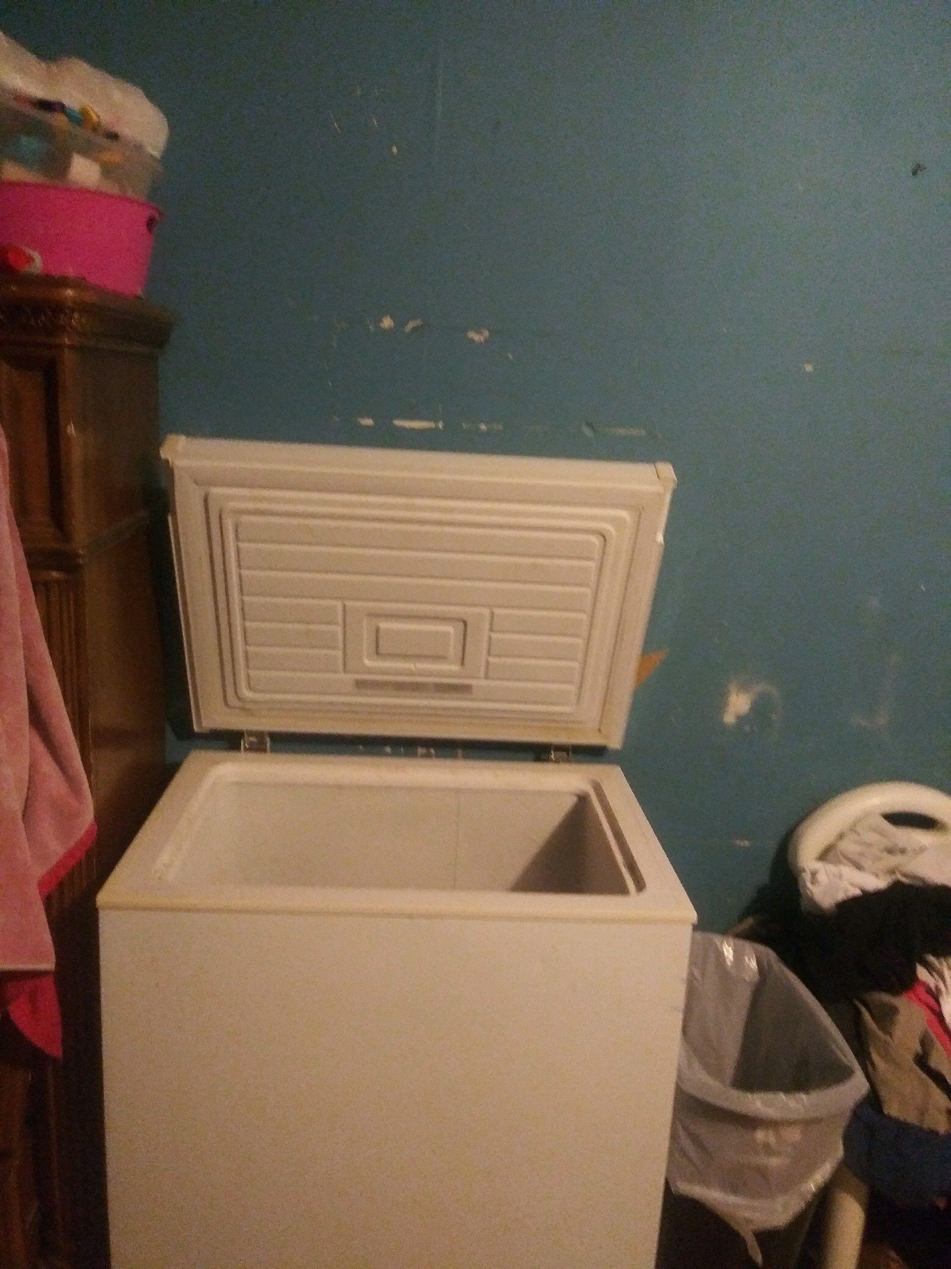 Freezer 125 kitchen sink 50 must pick up in Brownsville ASAP