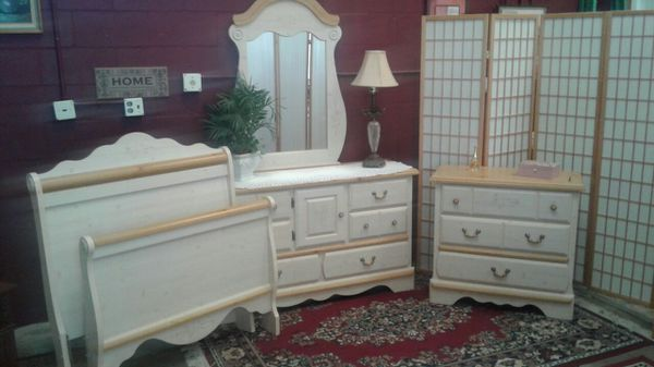 Twin bedroom set cottage pine floral look Kathy Ireland collection for Sale  in Cocoa, FL - OfferUp