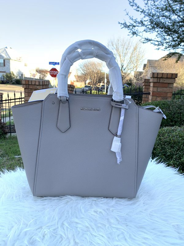 bc3813cbc7a0 Michael Kors Hayes LG Pbbled Leather NS Tote for Sale in Arlington ...