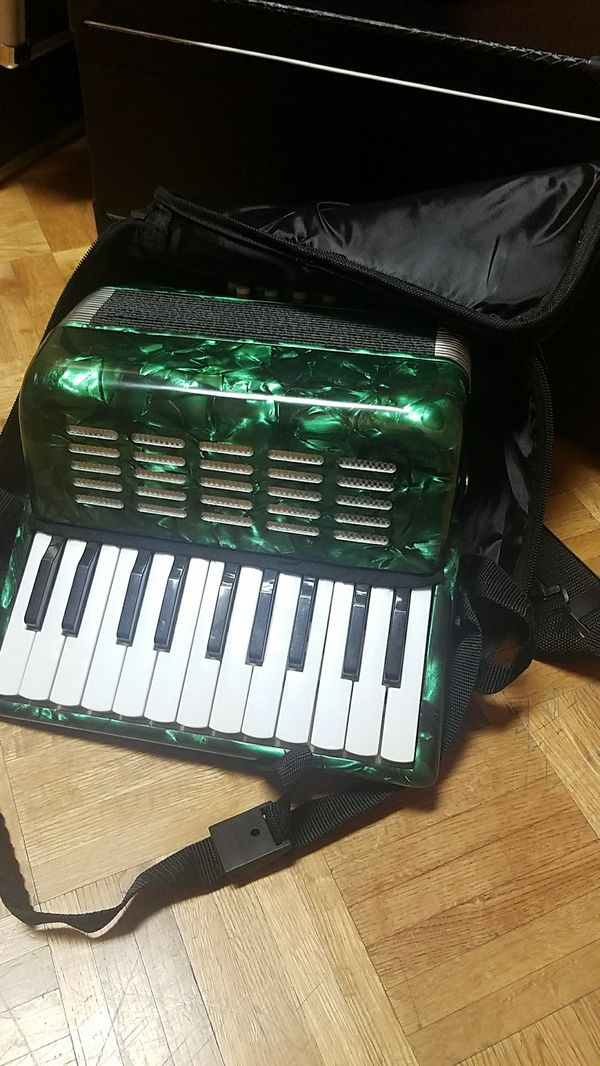 Piano accordion for Sale in Houston, TX - OfferUp