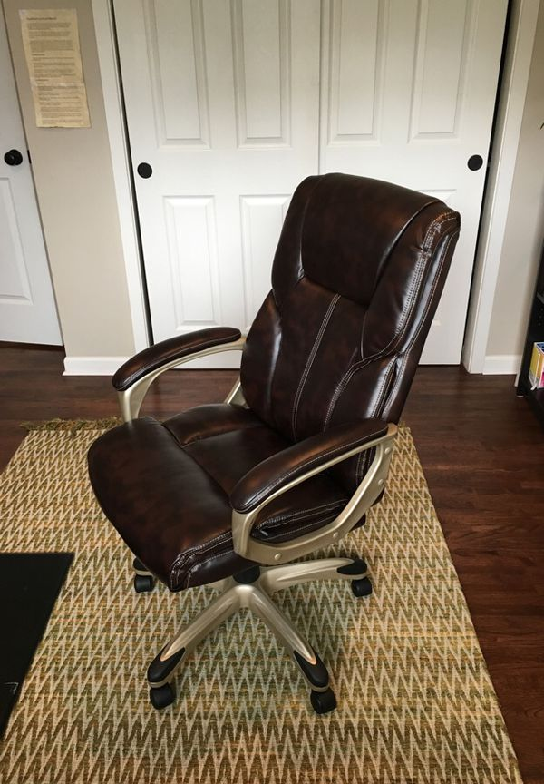AmazonBasics High-back Executive Chair for Sale in Seattle, WA - OfferUp