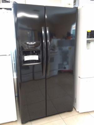Photo Frigidaire Black Side by Side Door Refrigerator