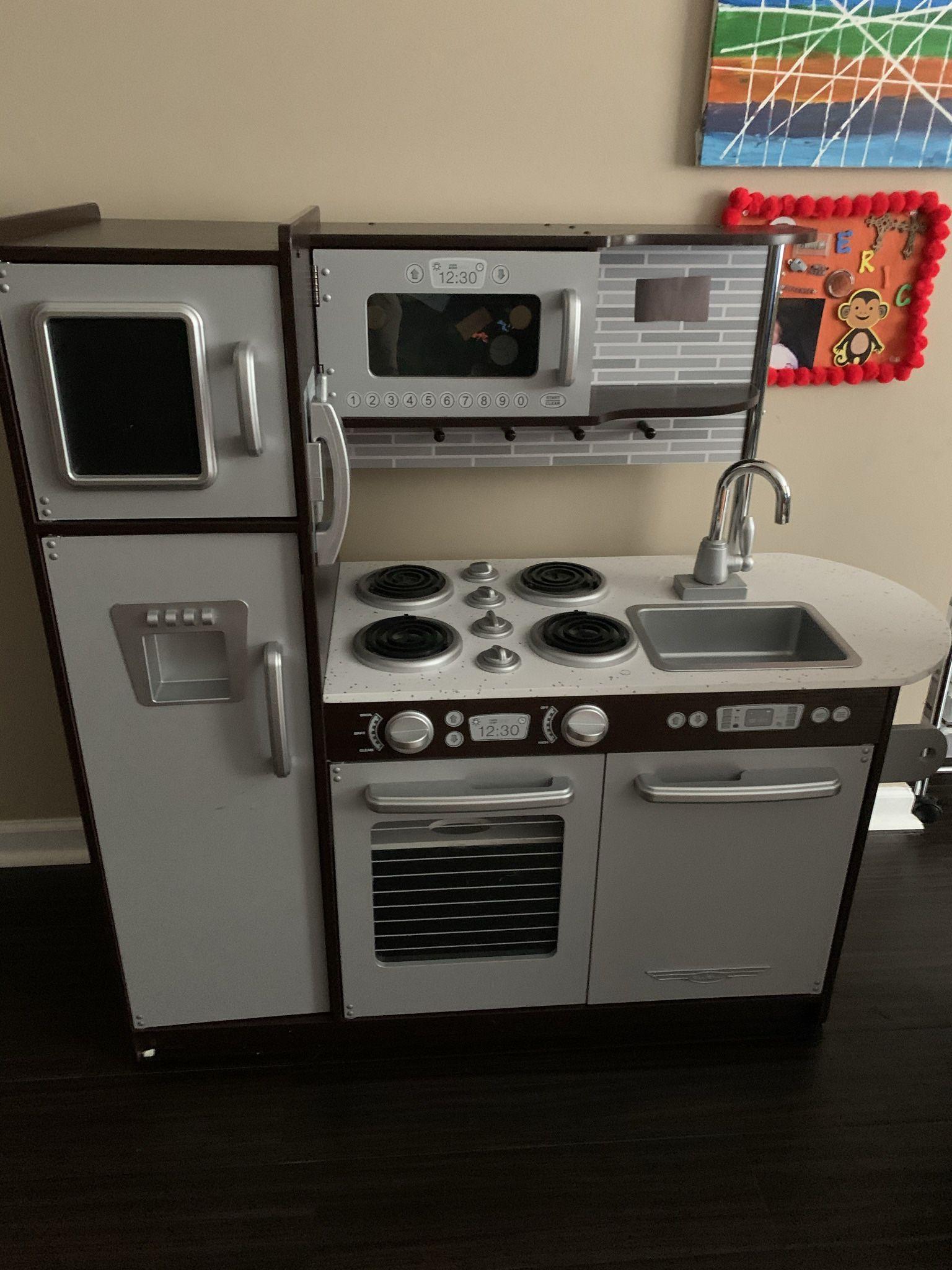 Children's Play Kitchen & Washer/Dryer