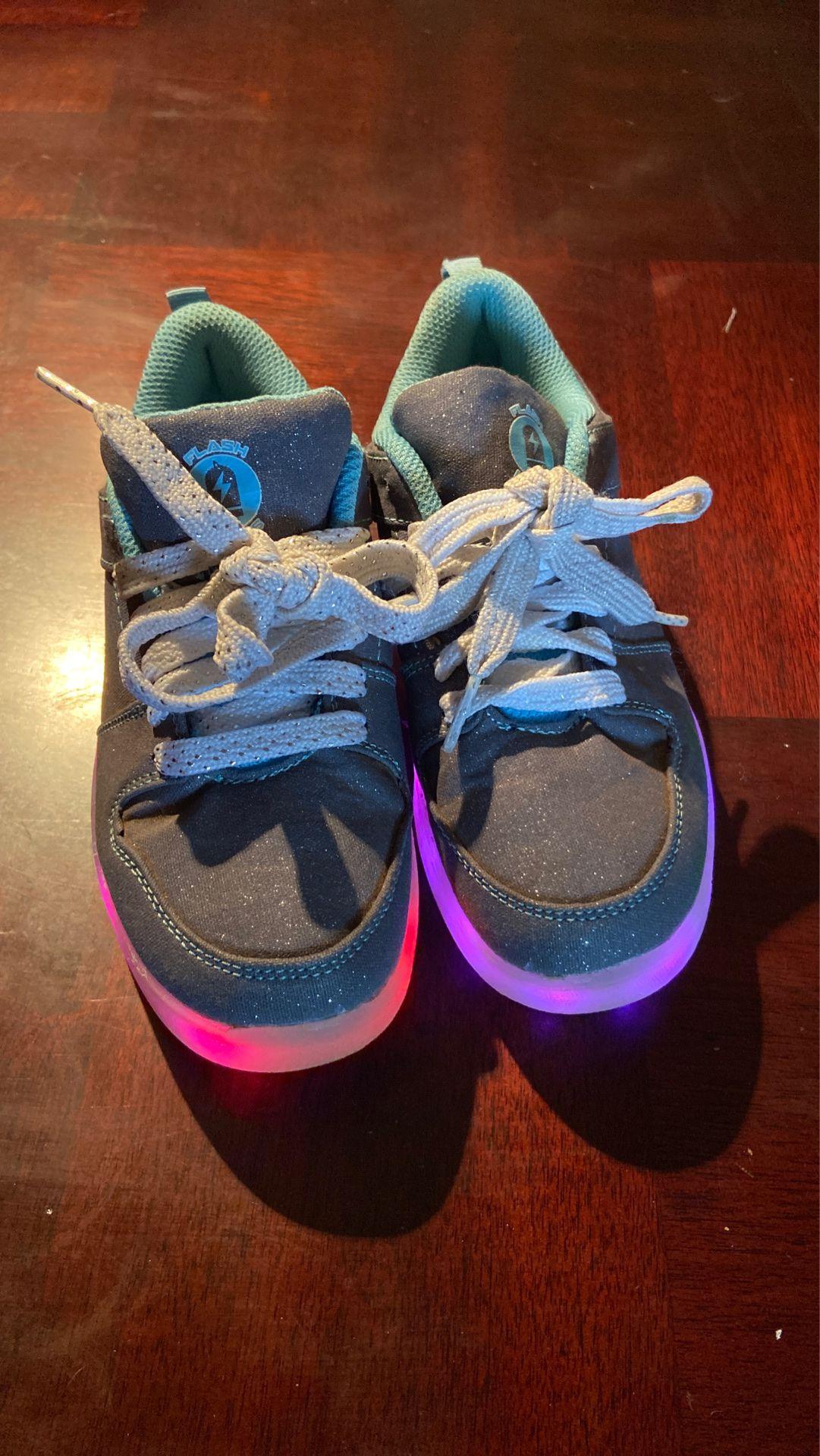 Kids light up shoes like new