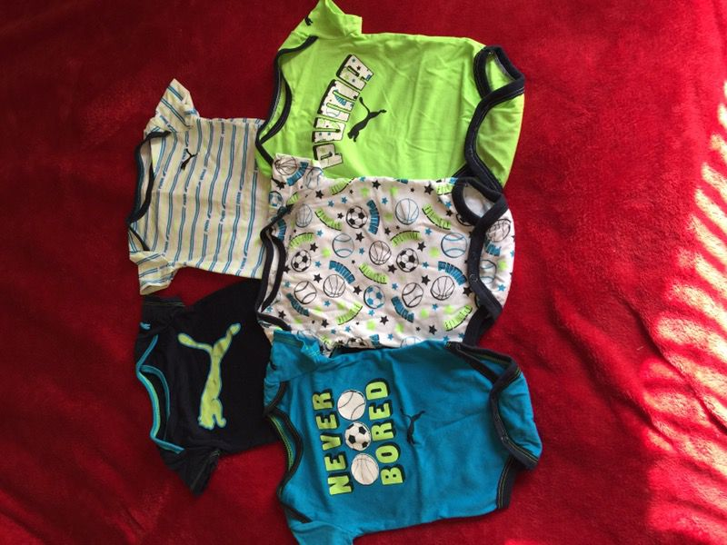 Lots of baby clothes !