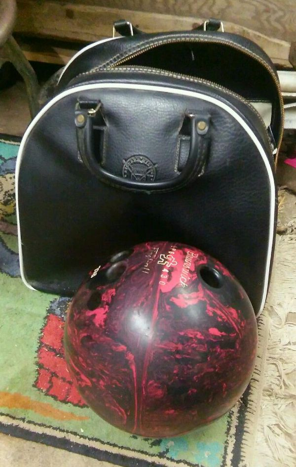 Vintage ladies bowling ball with case for Sale in Kansas City, KS - OfferUp