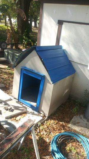 Outdoor dog house for Sale in Tampa, FL
