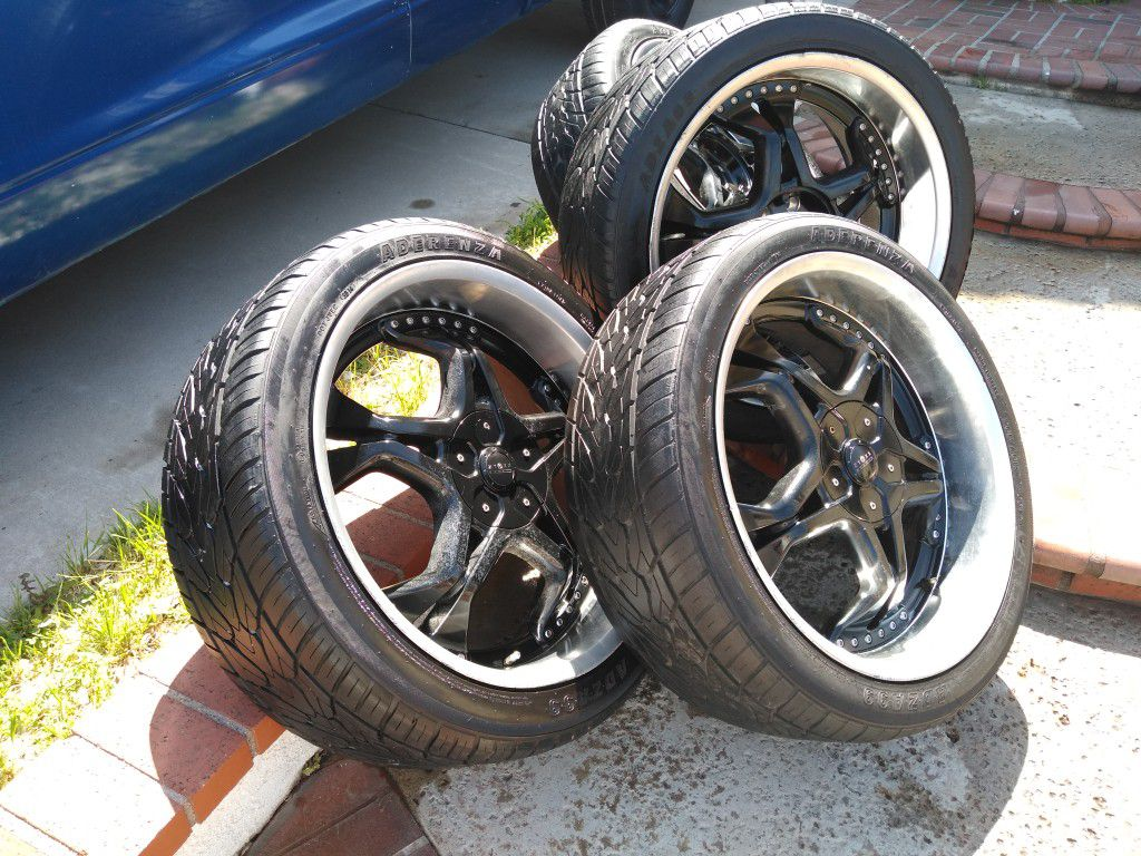 Truck Set Of 4 Tires  265/40R22