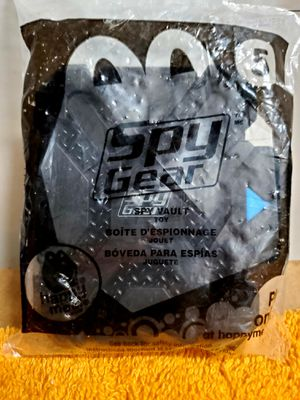 Photo SPY GEAR 2013 McDonalds Happy Meal Toy #5 -SPY VAULT rare sealed in Package