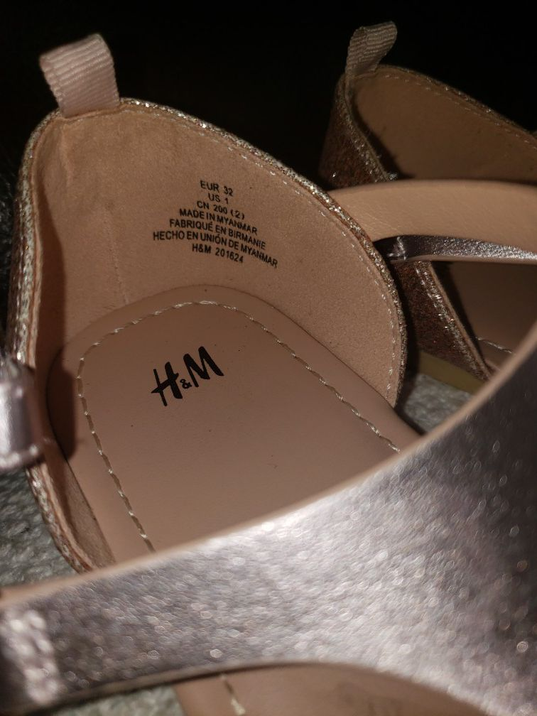Girls sandles size 1 new