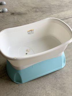 Baby Bath - Name Brand - Retail $75 - selling cheap Thumbnail