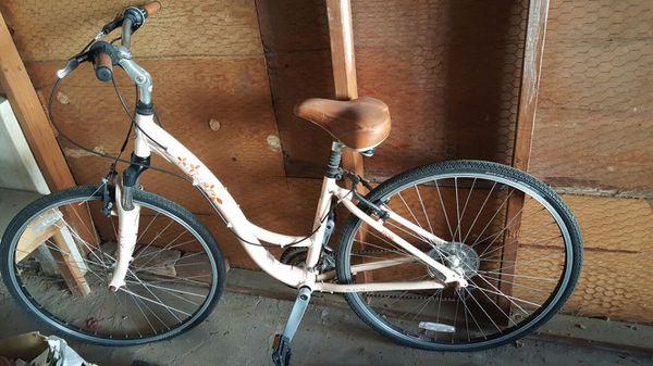 Gorgeous Bike Trek 7100 Women S Hybrid Beach Cruiser For