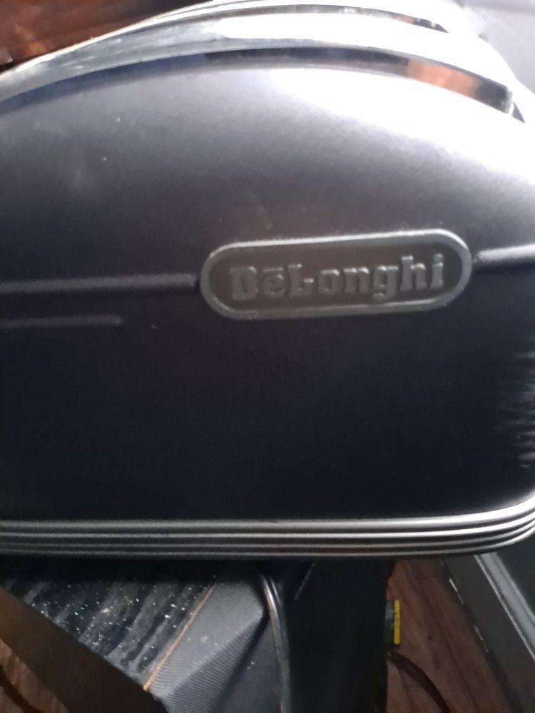 DēLonghi 4 slice toaster