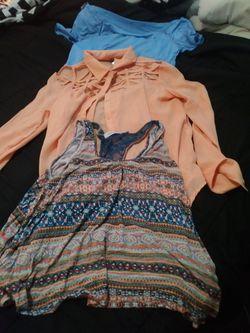 Womens clothes medium and large Thumbnail