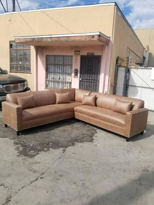 Photo NEW 9X9FT CAMEL LEATHER SECTIONAL COUCHES