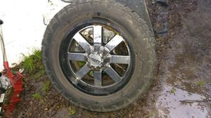 Photo Wheels and tires in very good condition no bumps tires 90% of life with covers and nuts for ford 8 virlos I brought them in an F 250