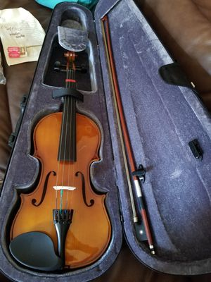 Beginners violin. Basically brand new. Bought it 2 years ago for my daughter 4t grade Music class. She used it like 10 times 74/4. Its tuned up. for Sale in San Diego, CA