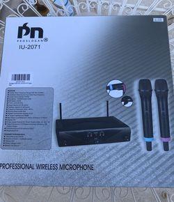 Wireless microphone Thumbnail