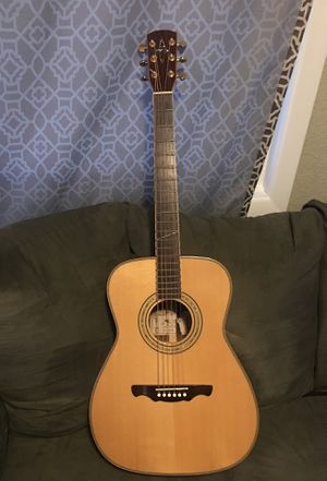 Alvarez acoustic guitar. Excellent condition, new strings, freshly intonated w/paperwork. for Sale in Longview, WA