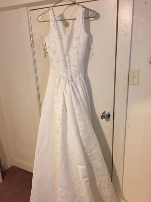 Wedding dress size 8 for Sale in Denver, CO