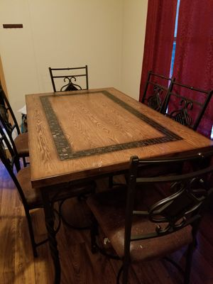 Dinning Room Table and 6 chairs for Sale in Concord, VA