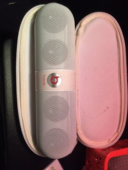 Beats by Dr. Dre Pill 1.0 Portable Wireless Bluetooth Speaker w/3.5mm Auxiliary Jacks & Hard Case (White)' Thumbnail