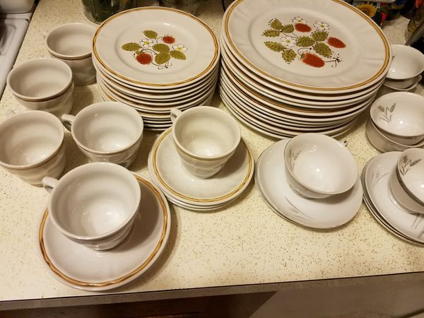 Canadiana Hearthside Stoneware for Sale in Anchorage, AK - OfferUp