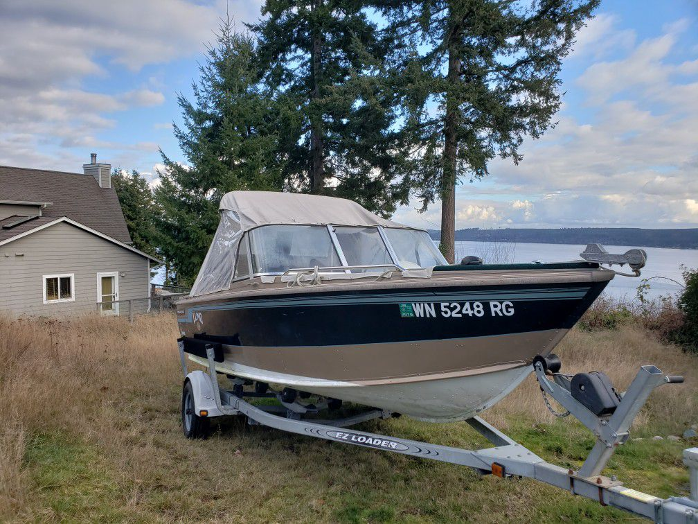 17 ft Lund boat for sale