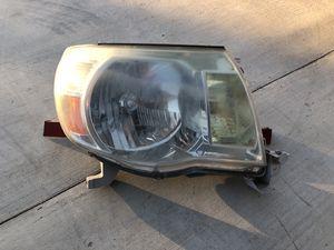 2005-2011 Toyota Tacoma Passenger Headlight OEM for Sale in Jurupa Valley, CA