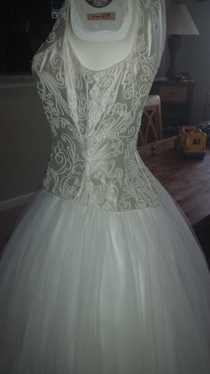 Wedding dress size 10 for Sale in Apex, NC