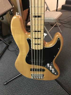 Squire by fender 5 string bass guitar for Sale in Inwood, WV
