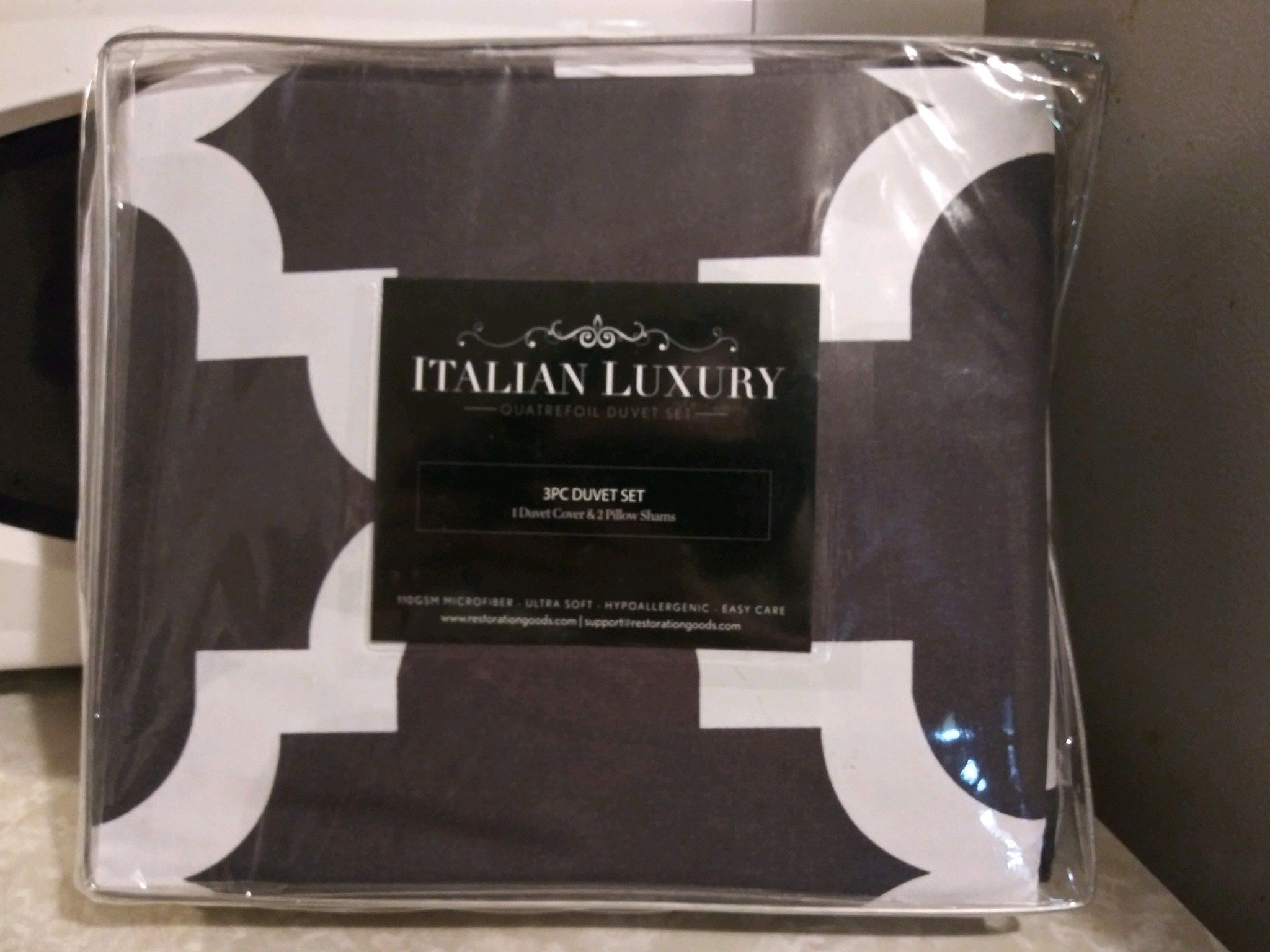 Full/Queen 1 duvet cover and 2 pillow shams