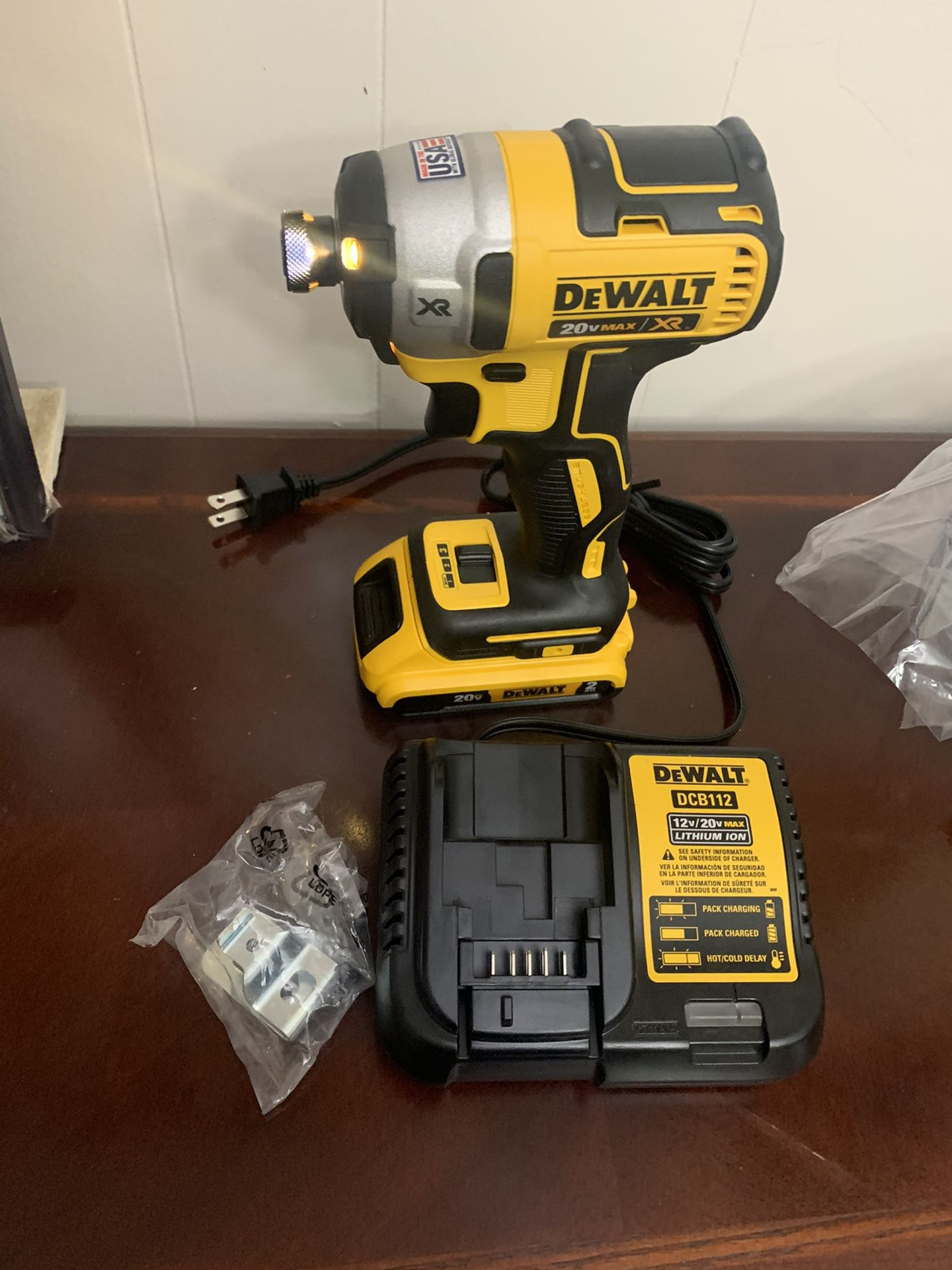 DEWALT 20v imapact xr 3-Speed brushles battery 2.0 and charger new